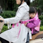 ảnh đại diện đai địu em bé đi xe máy